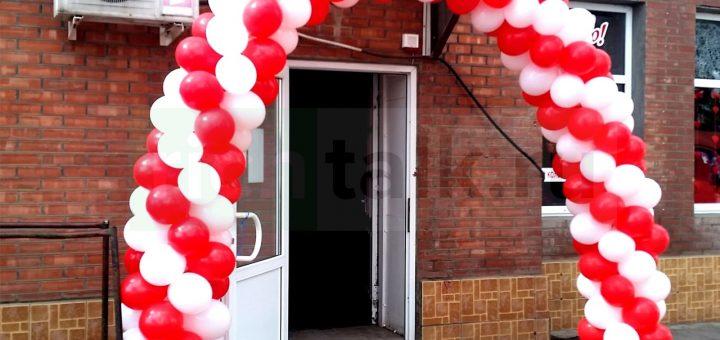 Фото: Один из вариантов привлечения внимания к своему магазину во время рекламной кампании, связанной с открытием магазина